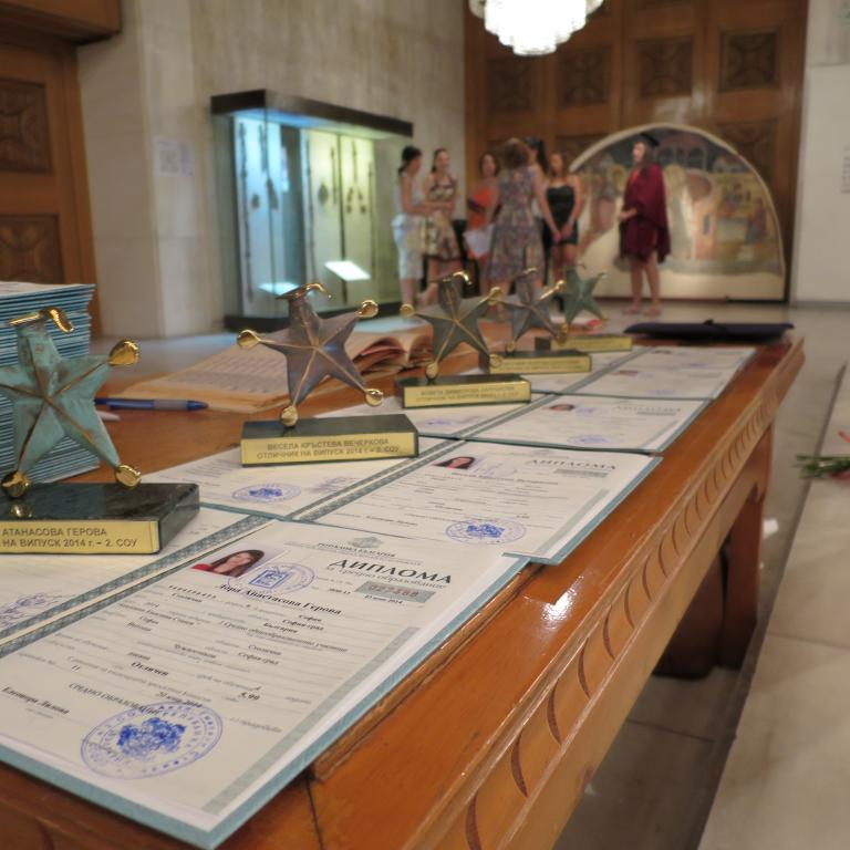 снимка от галерия Тържествено връчване на дипломите на випуск 2014 на 2. СОУ
