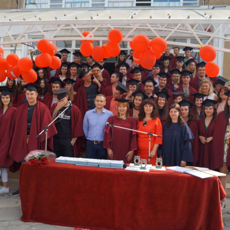 снимка от галерия Тържествено връчване на дипломите на випуск 2017 г.