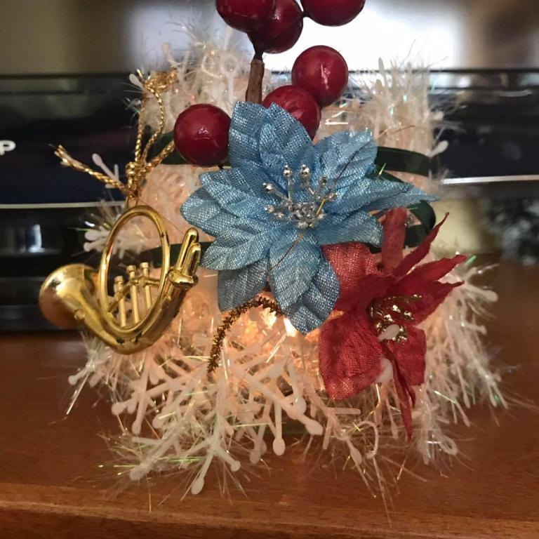 снимка за новина - Весели празници! от 2г клас
