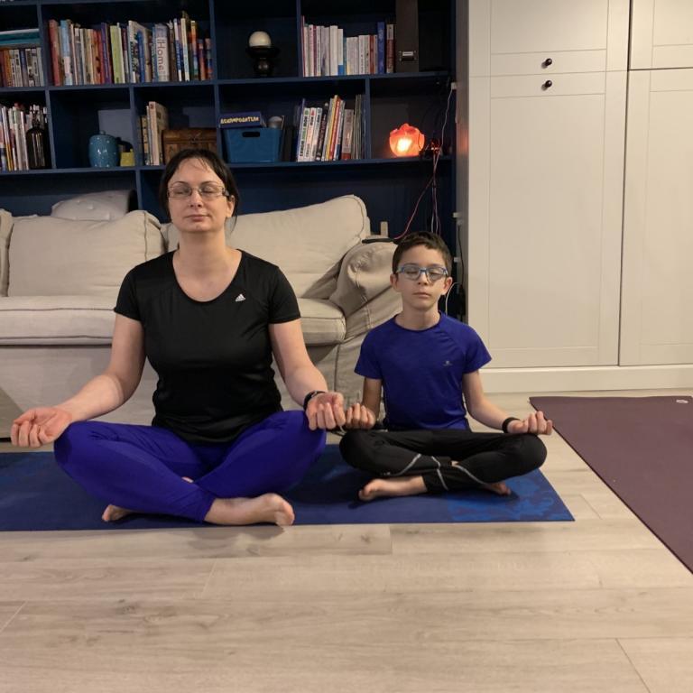 снимка за новина - Онлайн йога за деца и родители