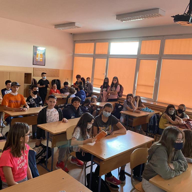 снимка за новина - Насърчаване на четивната грамотност се постига с добри примери от самите ученици