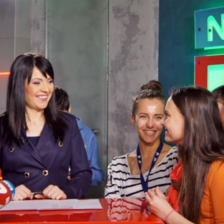 снимка за новина - Бъдещи журналисти от 2-ро СОУ на посещение в телевизия