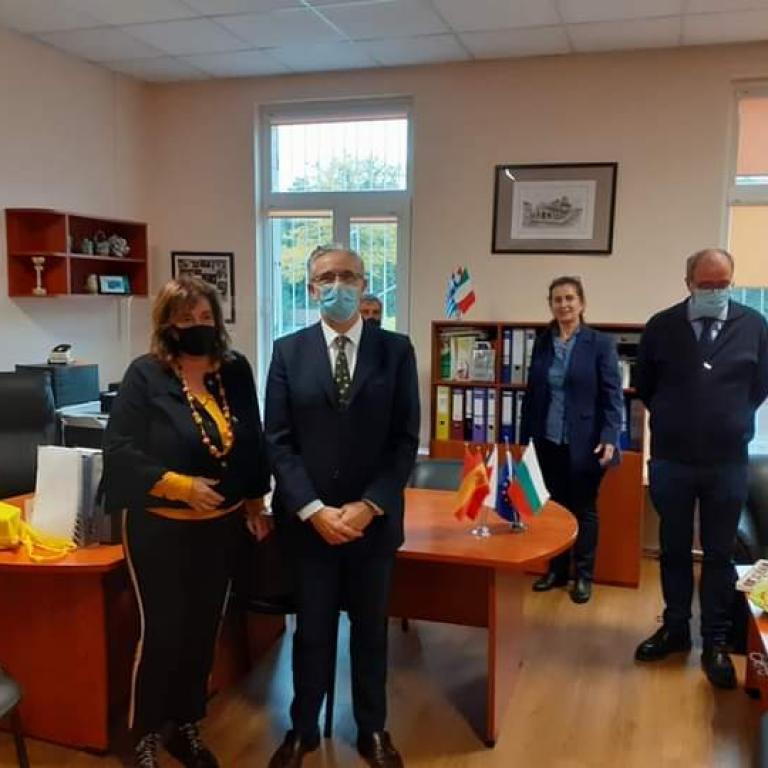 """снимка за новина - 2. СУ """" Академик Емилиян Станев"""" посрещна скъпи гости от посолството на Кралство Испания в България"""