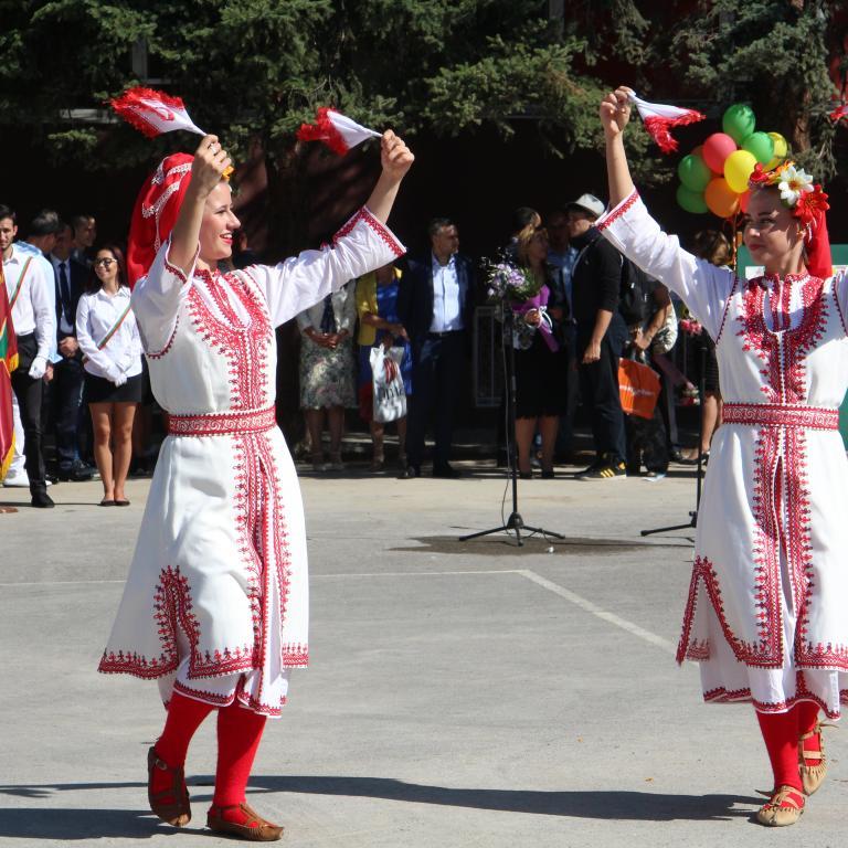 """снимка от проект """"От извора"""" - народни танци"""