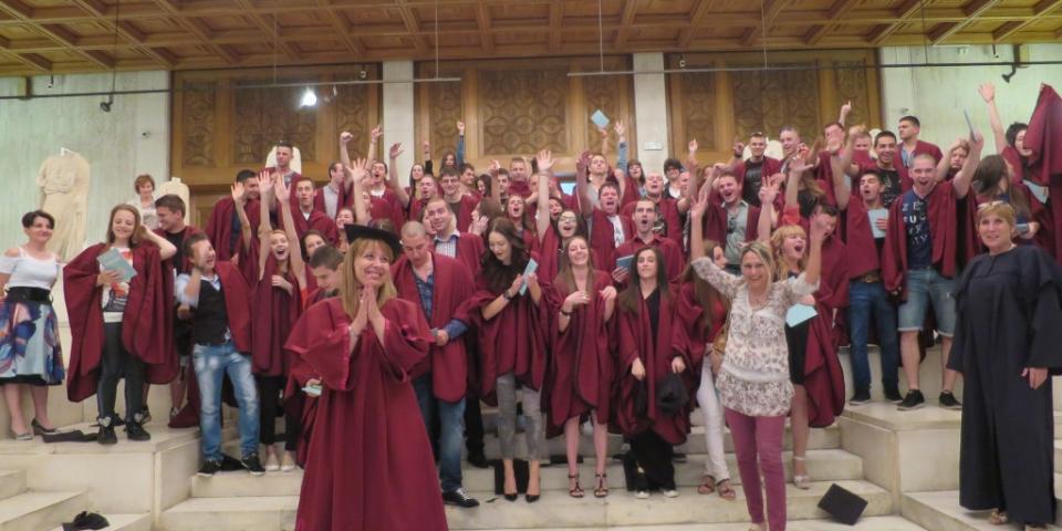 снимка за новина - Тържествено връчване на дипломите на випуск 2015 г.