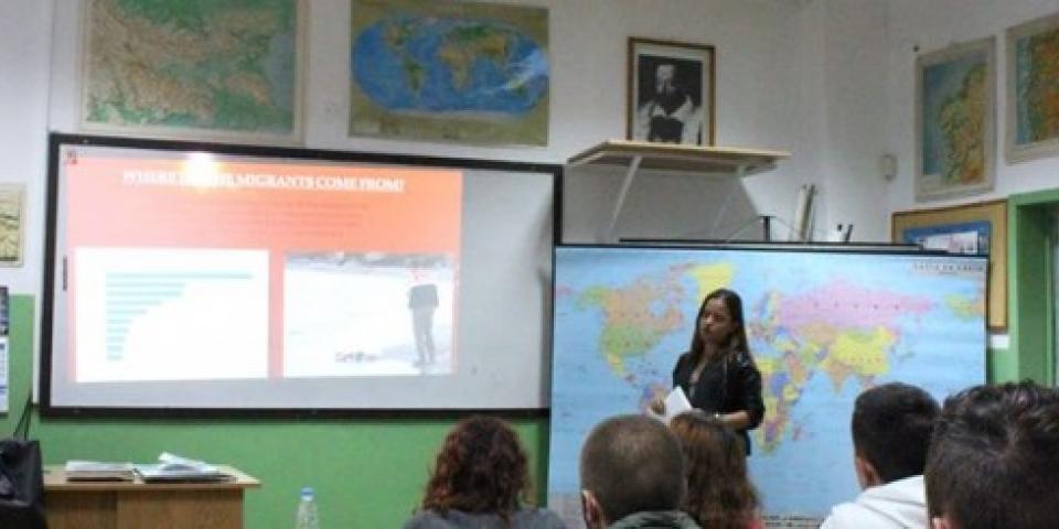 снимка за новина - Темата за бежанците в часа на класа – 12. клас