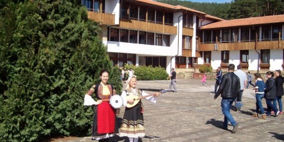 снимка за новина - VII Национален детско-юношески конкурс за песенен и инструментален фолклор